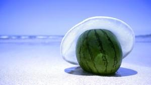 Sfondi paesaggi estivi HD - anguria sulla spiaggia