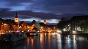 Sfondi HD - città sul fiume