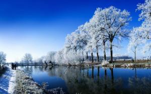 Sfondi HD paesaggi fiume e neve