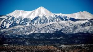 Sfondi HD paesaggi montagne innevate