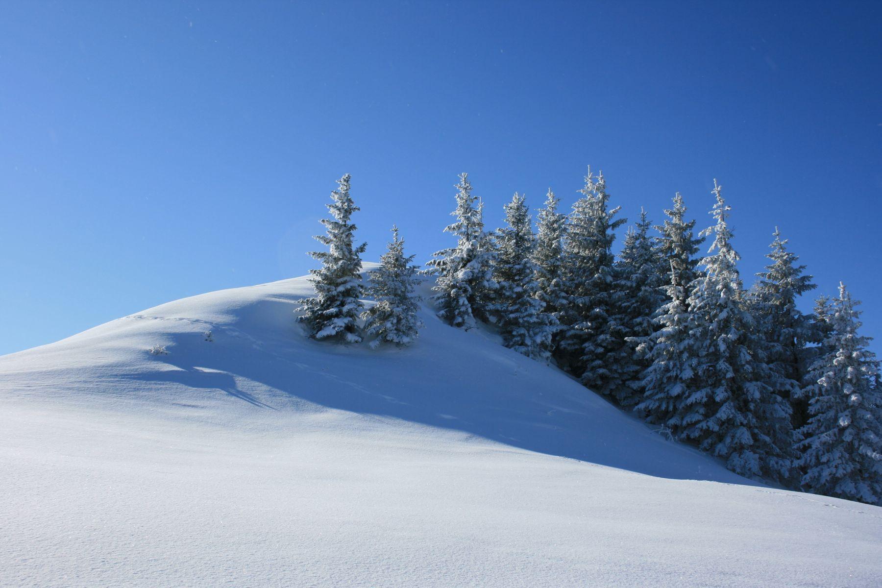 Sfondo paesaggio neve in montagna sfondi hd gratis for Sfondi desktop hd paesaggi