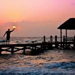 Sfondo oceano onde e sole al tramonto