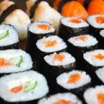 Sfondo sushi al salmone